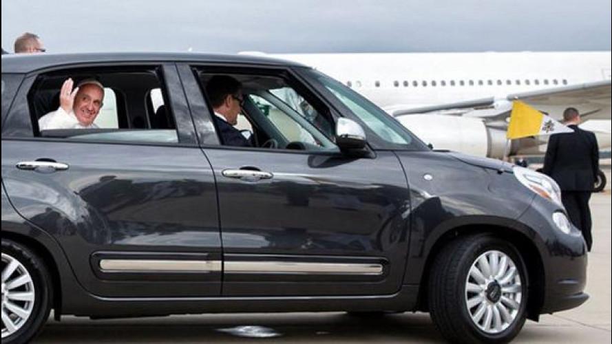 Fiat 500L, 82mila dollari per quella di Papa Francesco