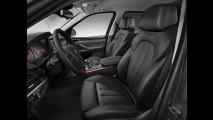BMW presenta in Russia la X5 che non teme i Kalashnikov