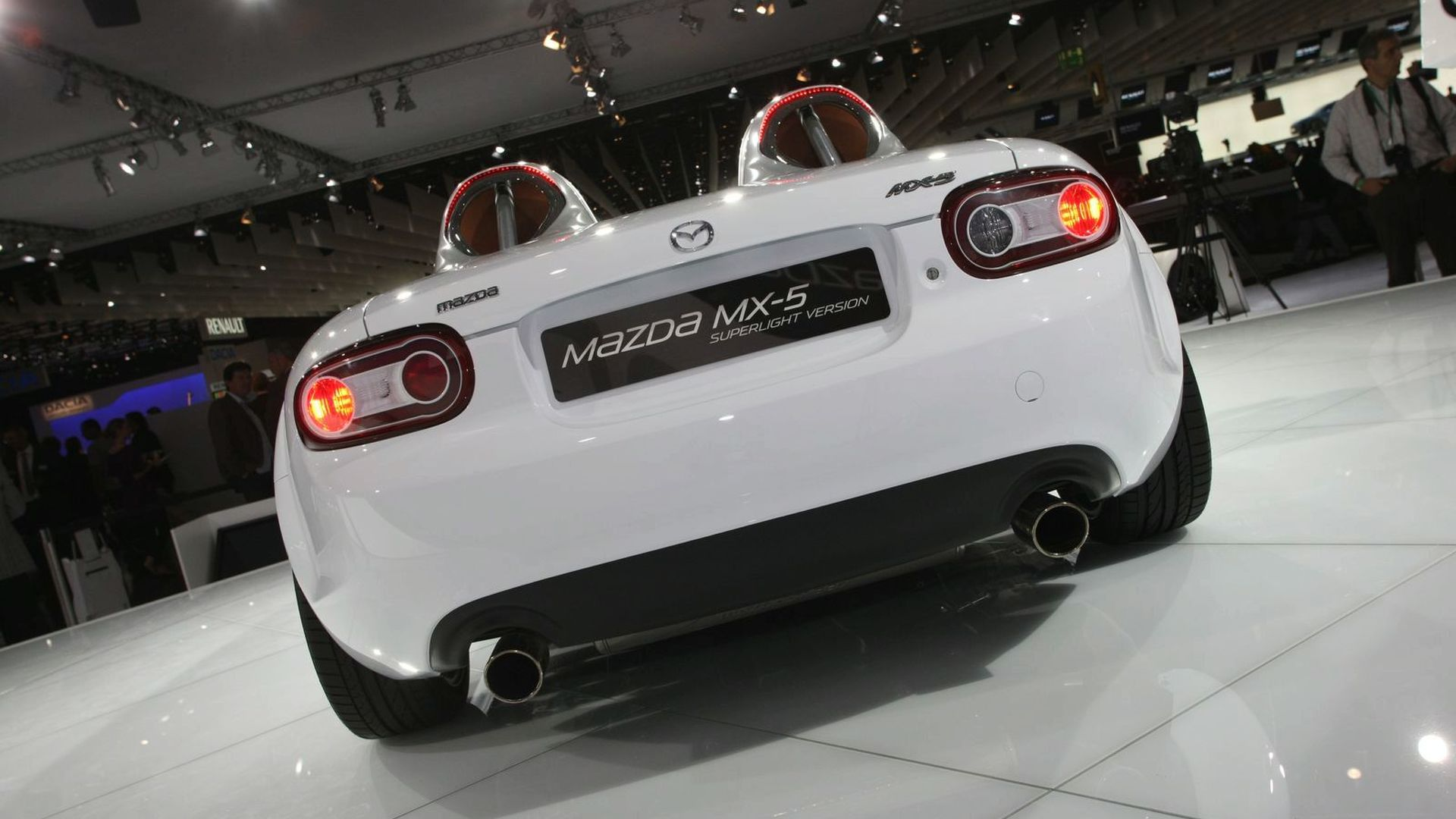 https://icdn-7.motor1.com/images/mgl/8P4w2/s1/2009-182445-mazda-mx-5-superlight-concept-live-at-2009-frankfurt-motor-show1.jpg