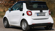 Smart ForTwo Cabrio caught on camera up close without camo