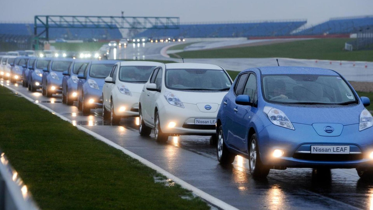 225 Nissan Leafs at Silverstone set Guinness World Record for largest EV parade