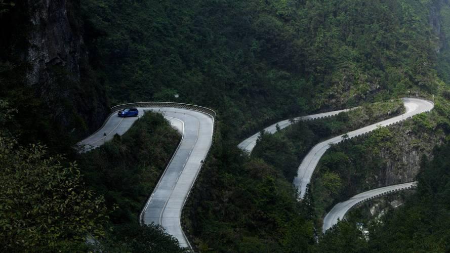 Range Rover Sport SVR, Ferrari'nin Tianmen rekorunu kırdı