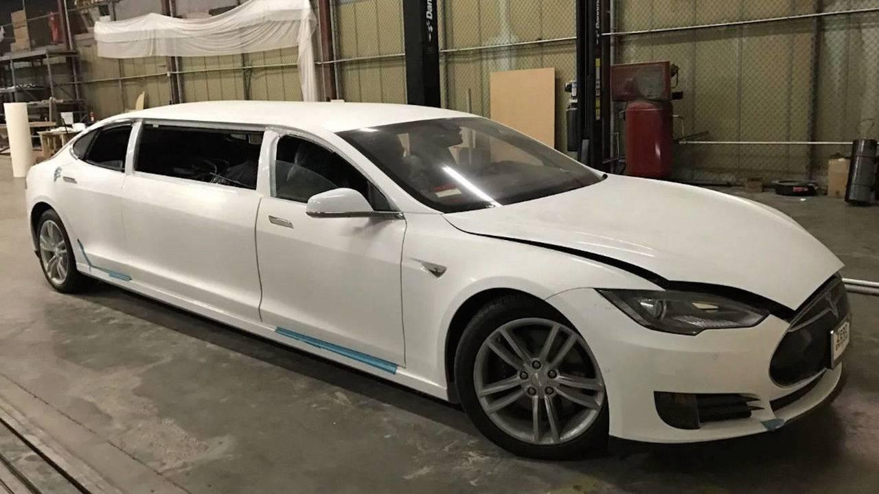 Tesla Model S Limusina, a subasta