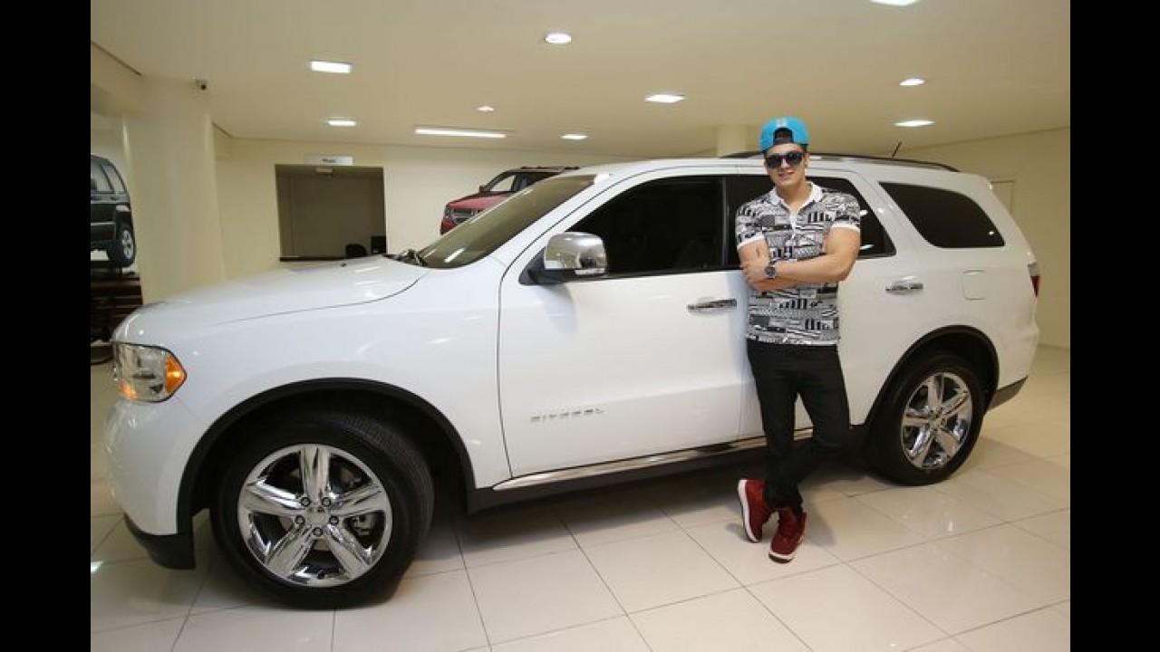 """Dodge Durango forma """"dupla"""" com o cantor Luan Santana"""