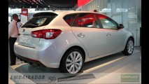Kia inicia vendas do Cerato hatch no Chile com preço equivalente a R$ 33.990