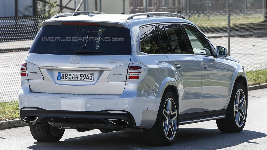 2016 Mercedes-Benz GLS (GL facelift) spied with very little mascara