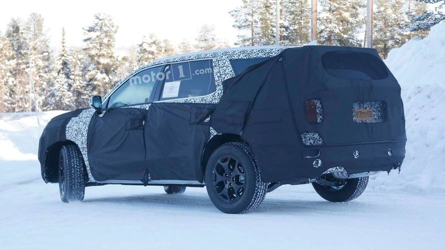 new hyundai eight passenger suv spied in the wild. Black Bedroom Furniture Sets. Home Design Ideas