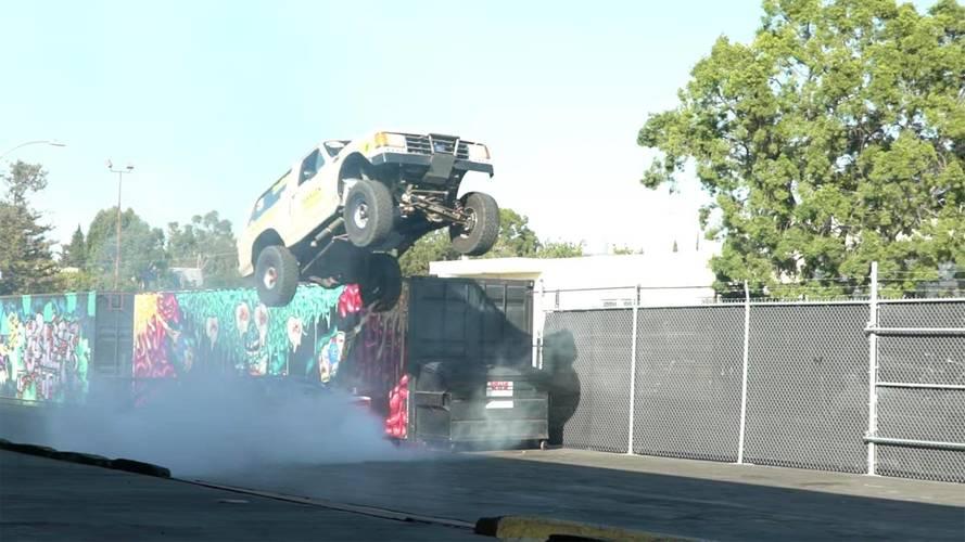 Ford Bronco'nun rampadan uçuşunu izleyin