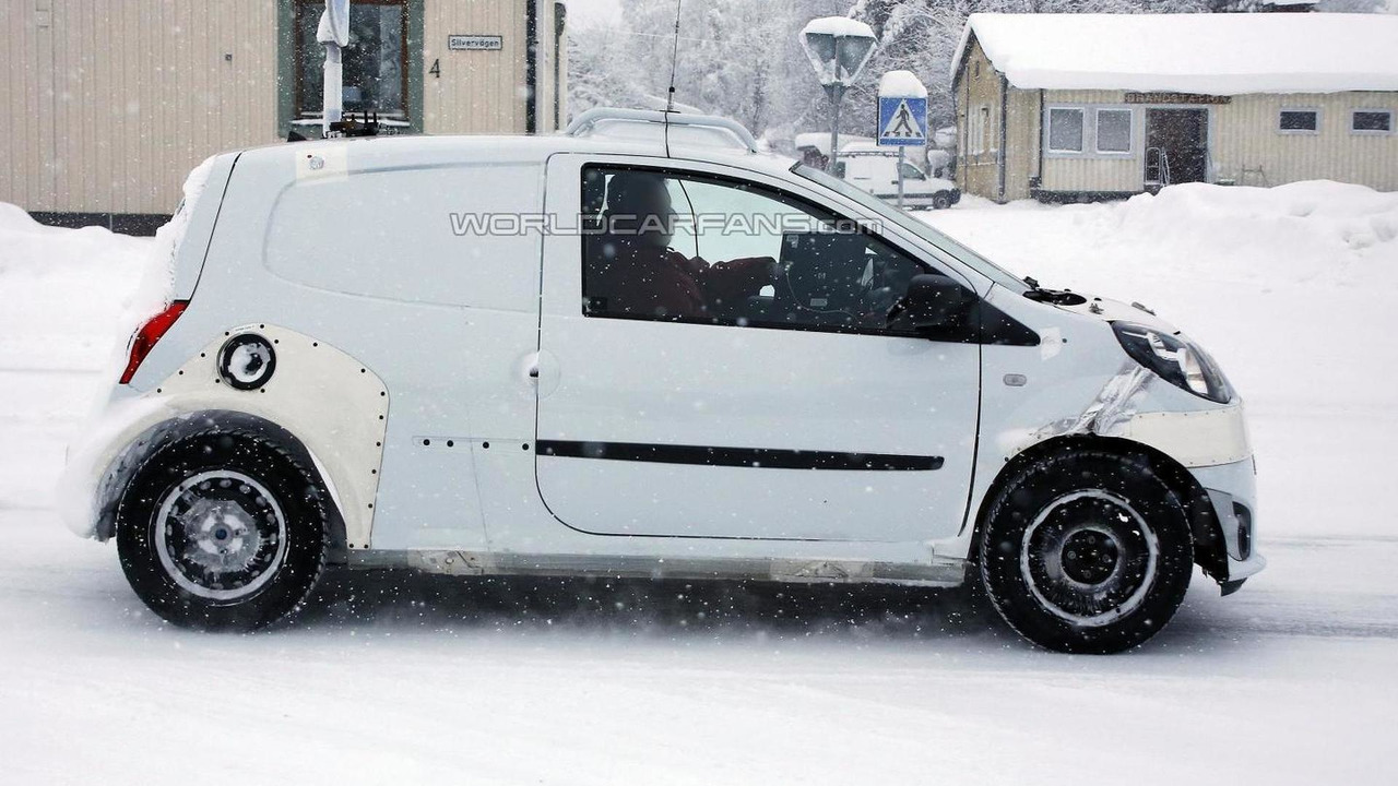 2014 Smart ForFour mule spy photo  / Automedia