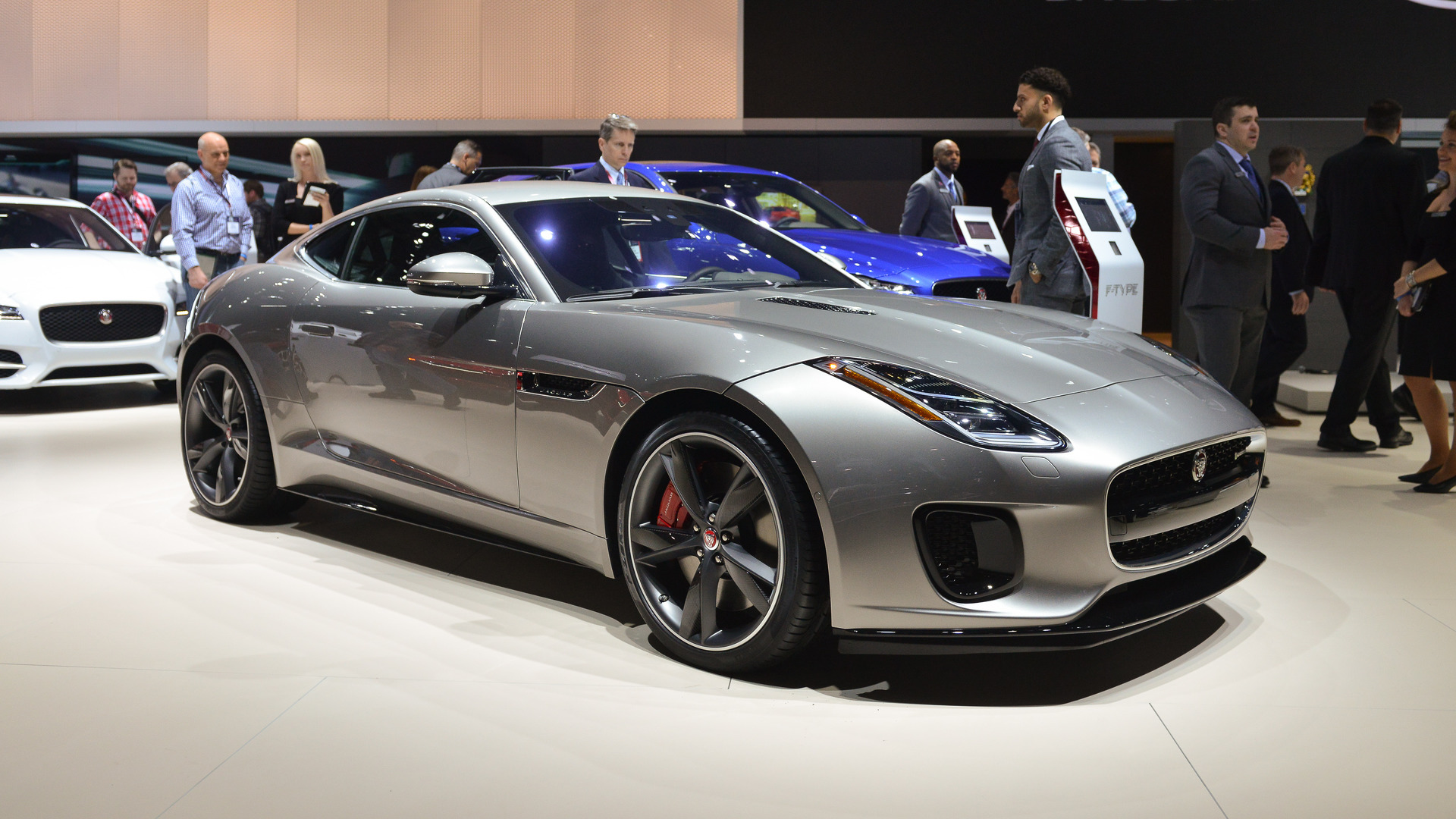 2018 jaguar f type becomes a tamer kitty with new 2 0 liter engine. Black Bedroom Furniture Sets. Home Design Ideas