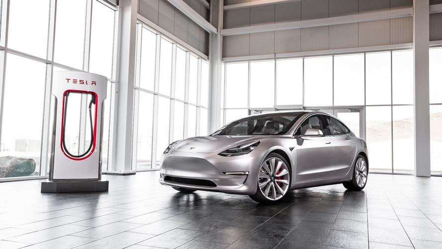 Tesla Model 3 começa produção duas semanas antes do prazo