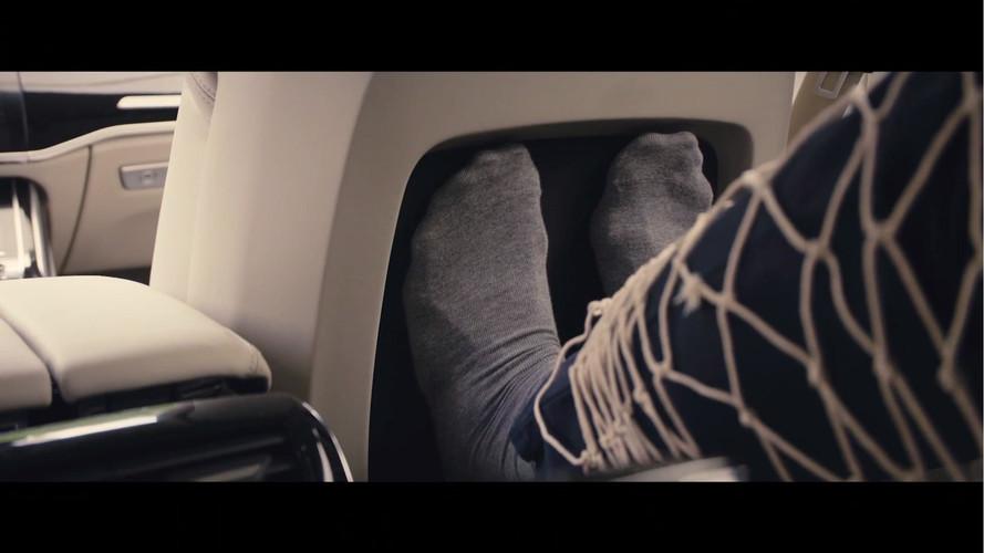 2018 Audi A8 bu sefer de masajlı koltuğunu gösterdi