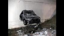 Hyundai Azera: Manobrista não consegue parar e carro atravessa parede de hotel