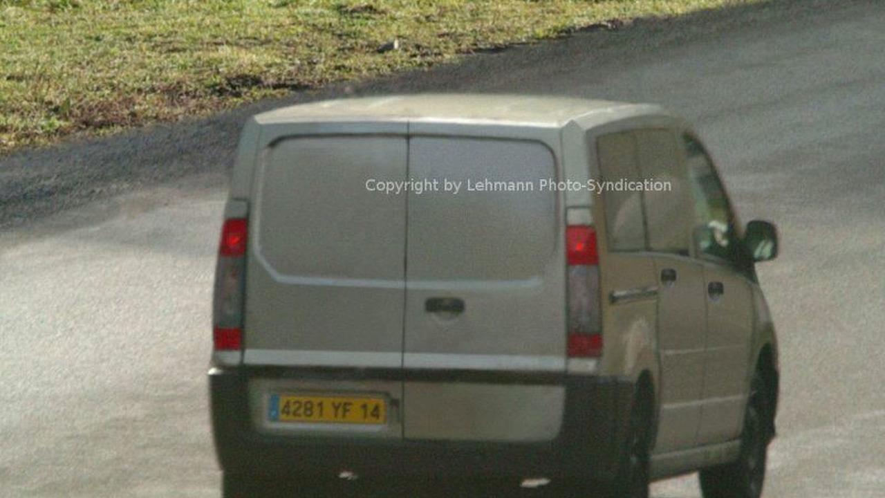 New Peugeot Partner Spy Photos