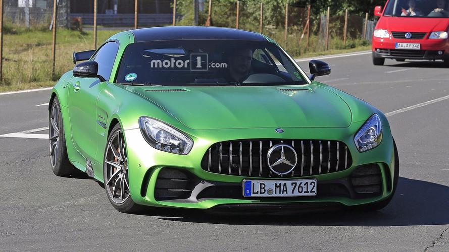 Mercedes-AMG GT makyajı giriş gücünü 500 bg'e çekebilir