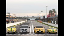 Renault Sandero RS, futuro esportivo nacional, aparece ao lado de clássicos