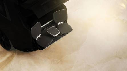 Gombnyomásra bőrszékek fordulnak ki a Rolls-Royce Cullinanből