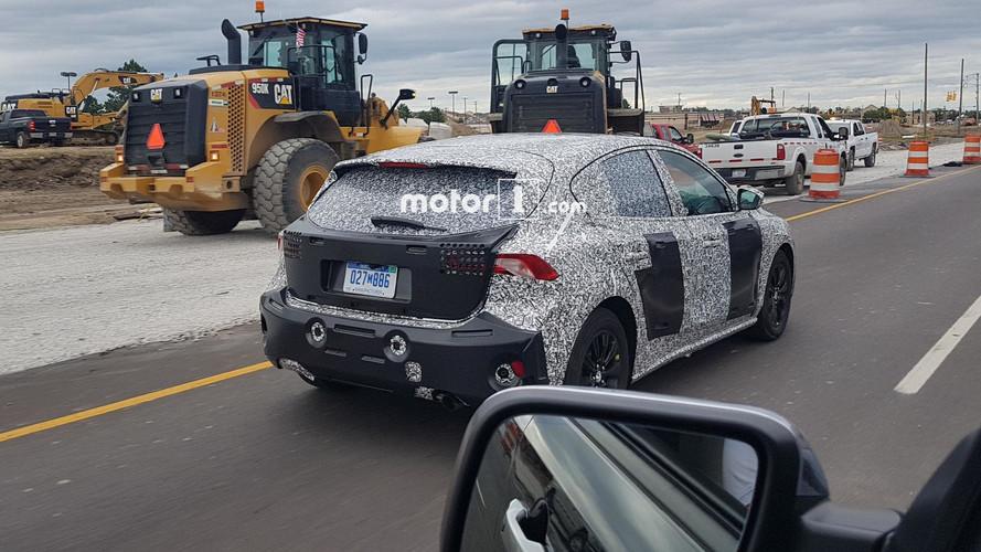 Motor1 okuyucusu 5 kapılı Ford Focus'u yakaladı
