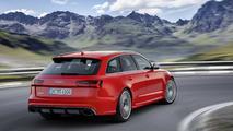 Audi RS6 rojo trasera
