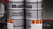 McLaren Mercedes, Mobil 1, yarış yakıtı