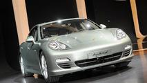 Porsche Panamera S Hybrid live in Geneva - 01.03.2011