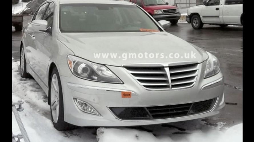 Hyundai Genesis 2012 com novidades visuais é flagrado sem disfarces