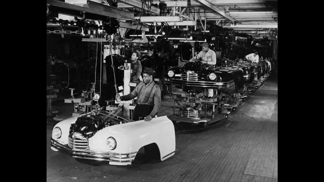 Um passeio por dentro da maior fábrica automotiva abandonada do mundo