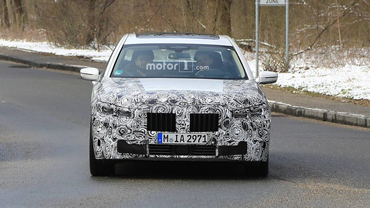 2019 BMW 7 Series facelift spy photo