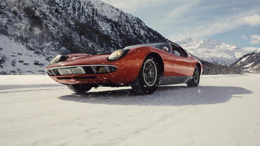 VIDÉO - La Lamborghini Miura danse sous la neige