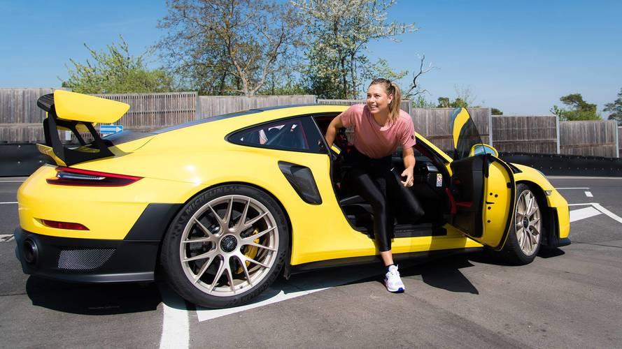 Maria Sharapova découvre la Porsche 911 GT2 RS avec Mark Webber