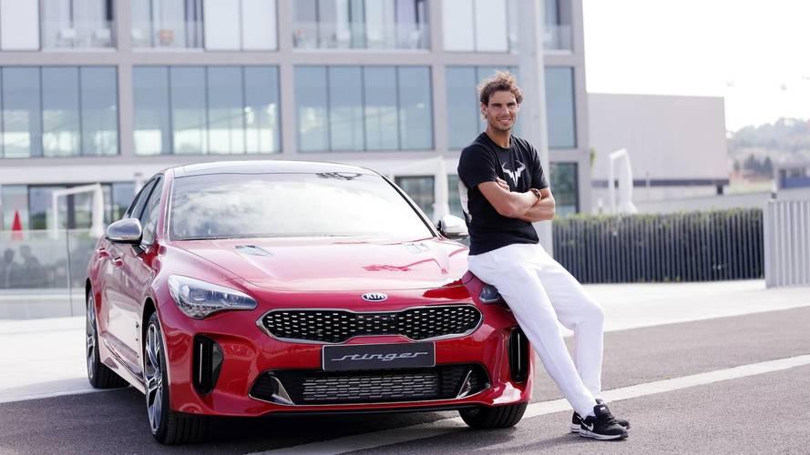 Rafa Nadal recibe su KIA Stinger 2018
