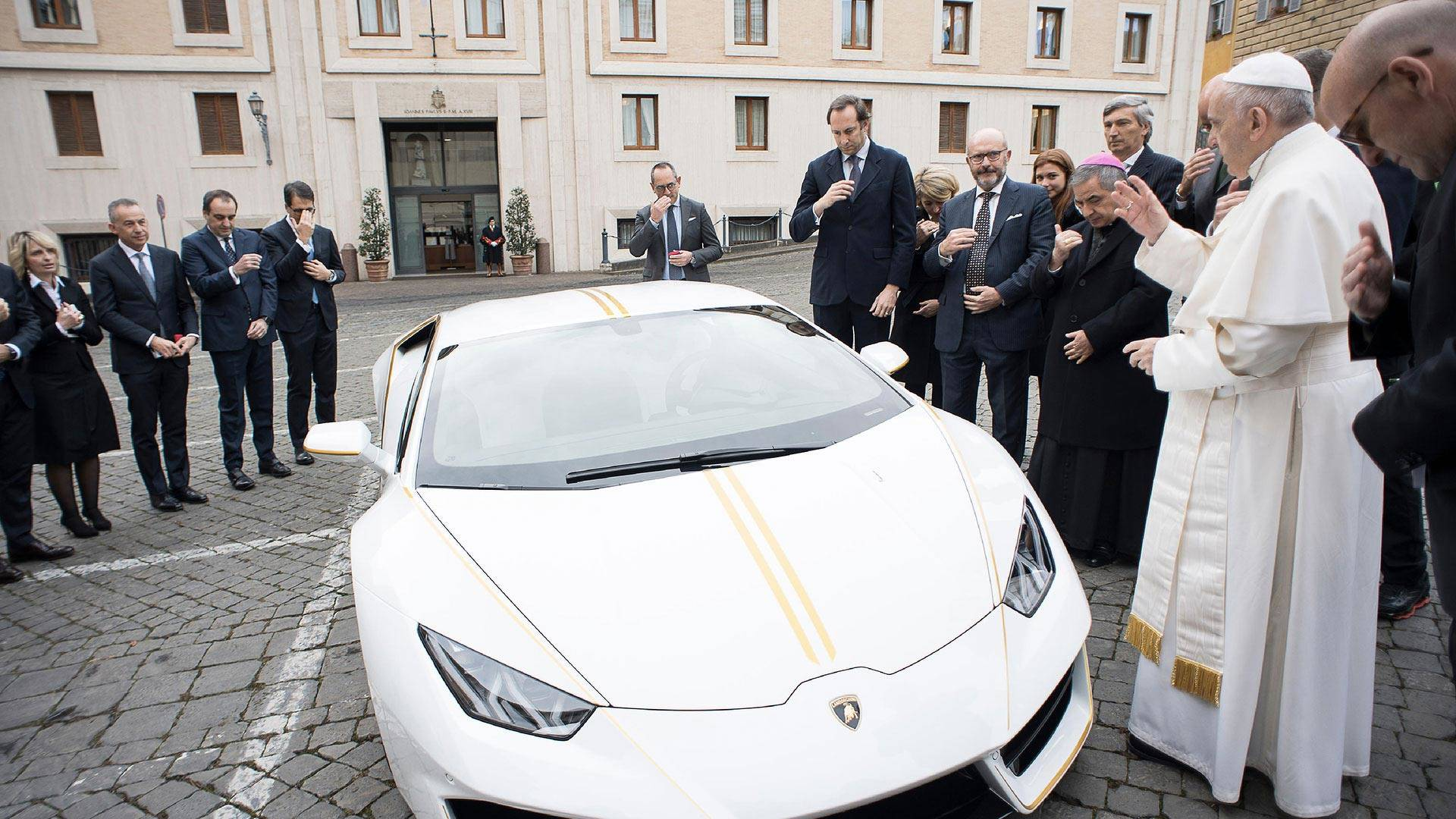 Holy Cow This Lamborghini Hurac 225 N Has The Pope S Blessing