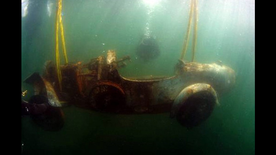 La Bugatti Tipo 22 riemersa dal Lago Maggiore