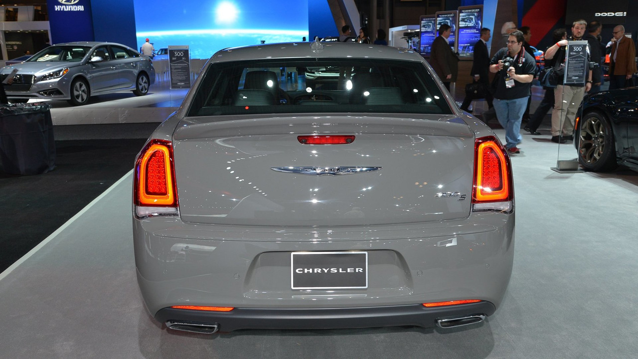 2017 Chrysler 300S shows off fresh appearance packages in ...