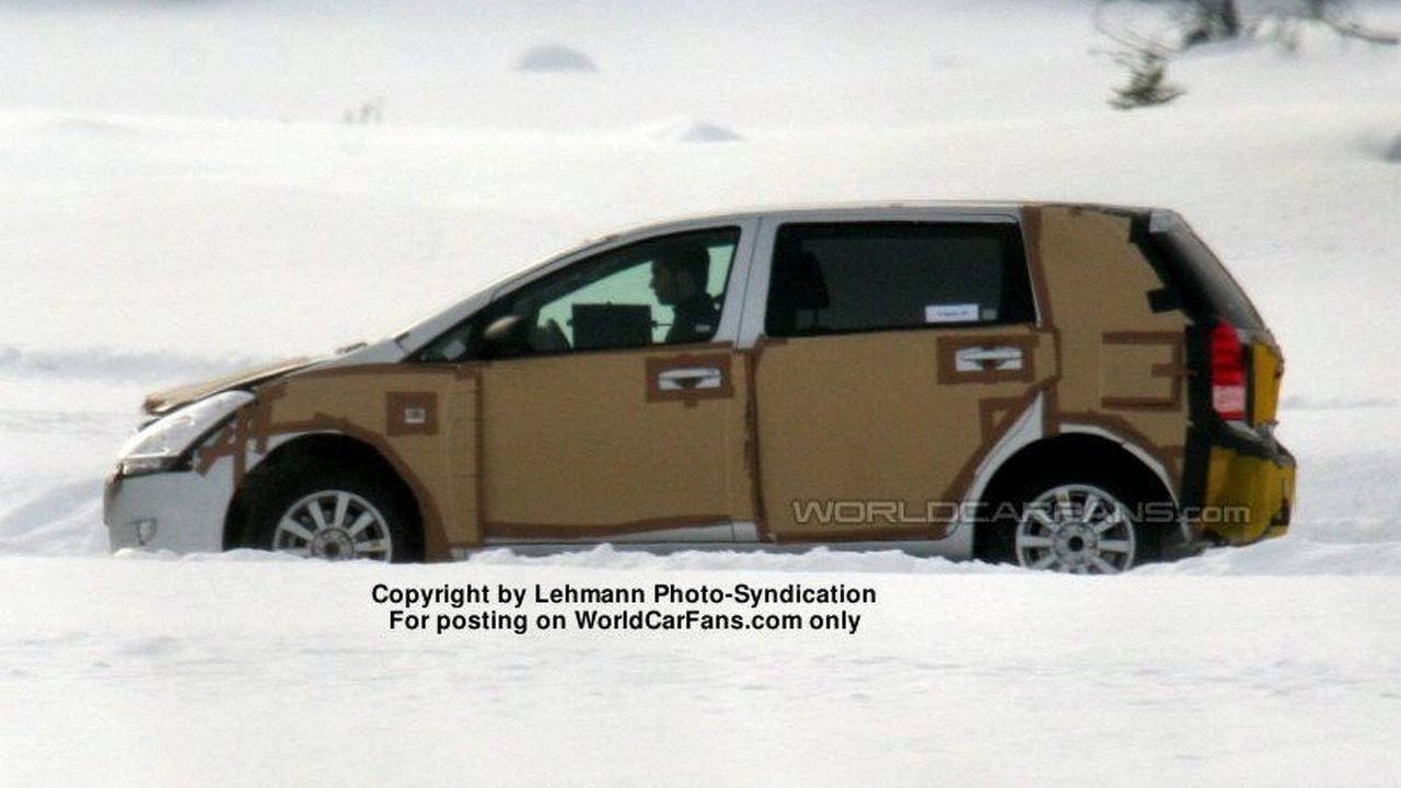 SPY PHOTOS: More Toyota Corolla Verso