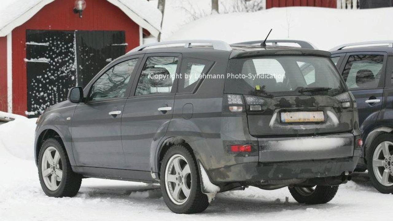 New Peugeot 4007 SUV Spy Photos