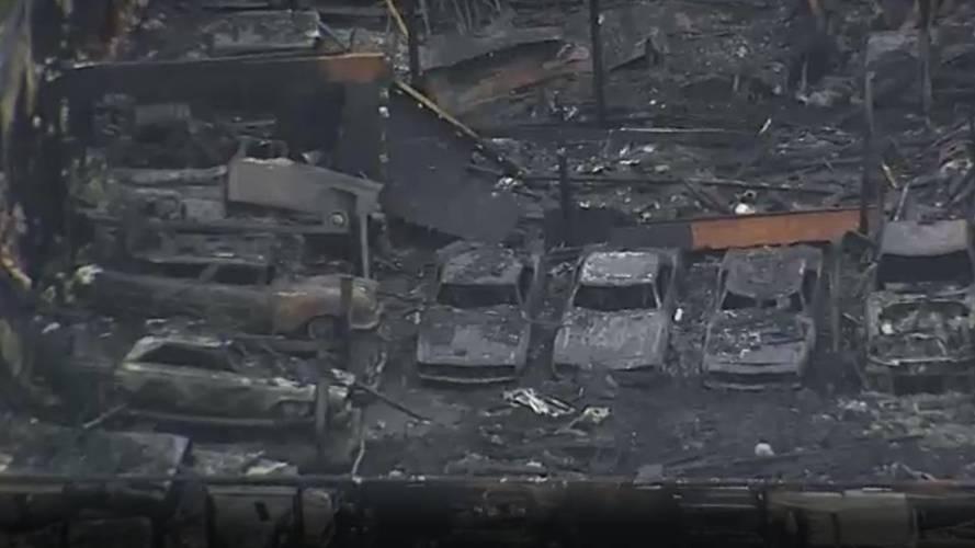 Garaj yandı 40 klasik otomobil kül oldu