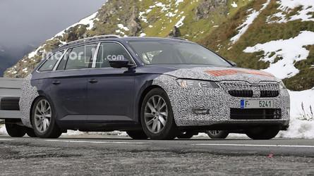 Photos espion - La Škoda Superb restylée surprise en cours d'essais