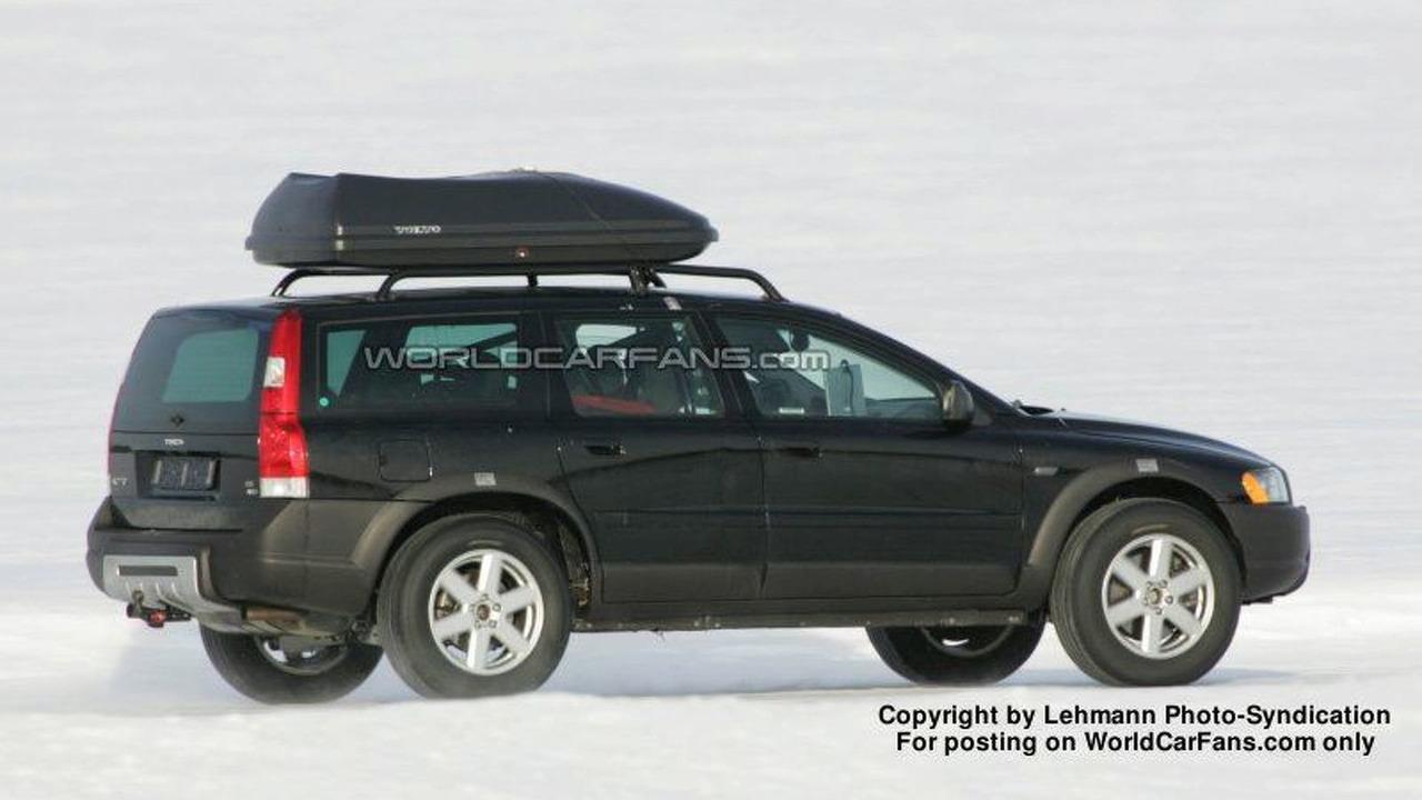 SPY PHOTOS: Volvo XC 60 mule