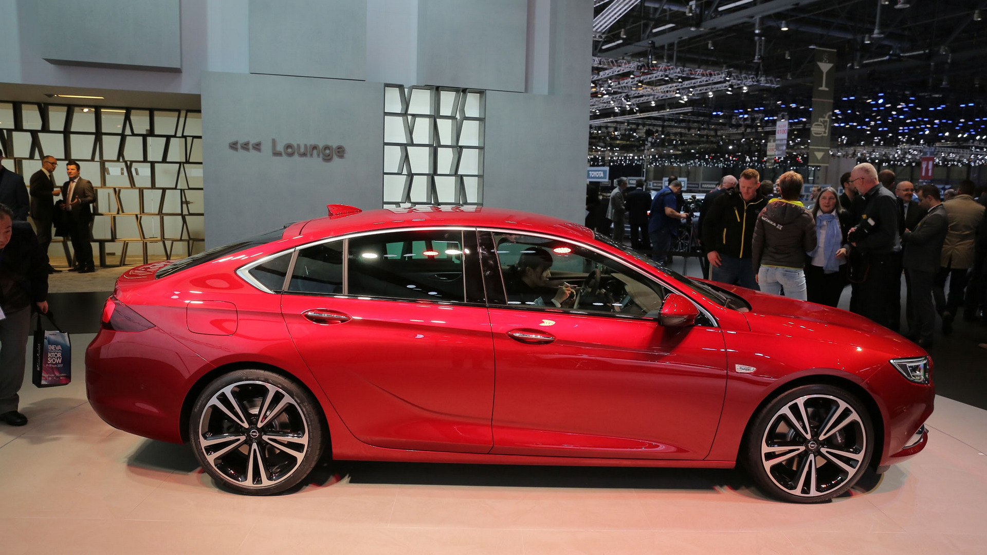 2017 opel insignia lands in geneva as an appealing passat rival. Black Bedroom Furniture Sets. Home Design Ideas
