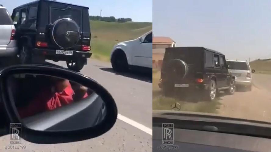 Össze-vissza törte egymást két Mercedes terepjáró Oroszországban