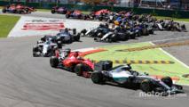 Start- Lewis Hamilton, Mercedes AMG F1 W06 leads