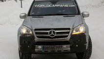 Mercedes GL Facelift Spy Photo