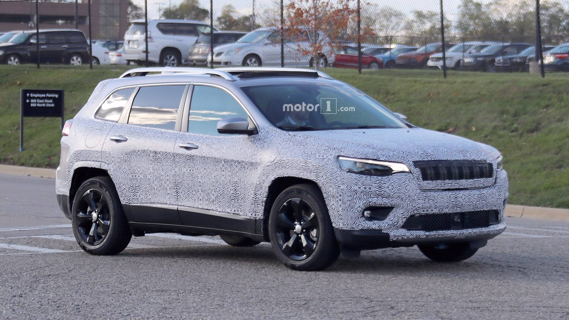Jeep Compass Vs Jeep Cherokee >> 2018 Jeep Cherokee Spied Showing Its Redesigned Headlights
