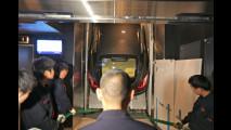 La Porsche Panamera in ascensore a Shanghai