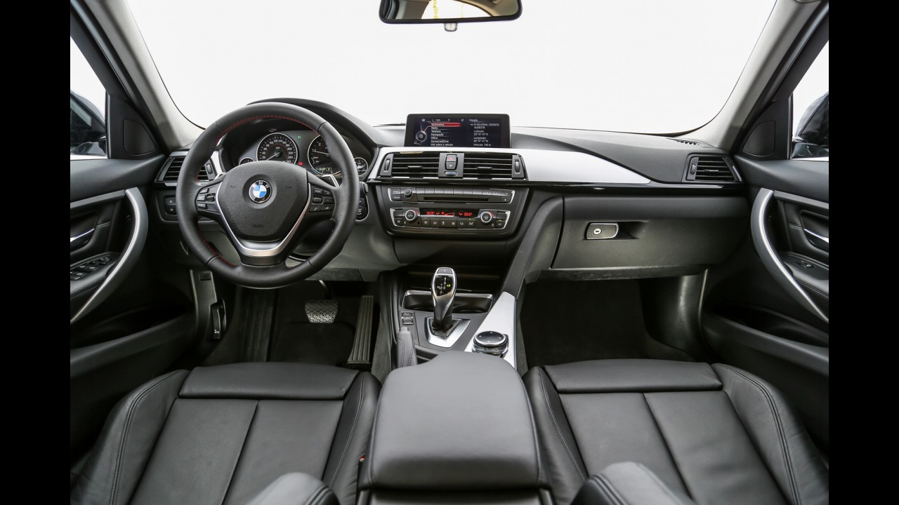 Teste CARPLACE: Mercedes C250 desafia BMW 328i pelo posto de referência