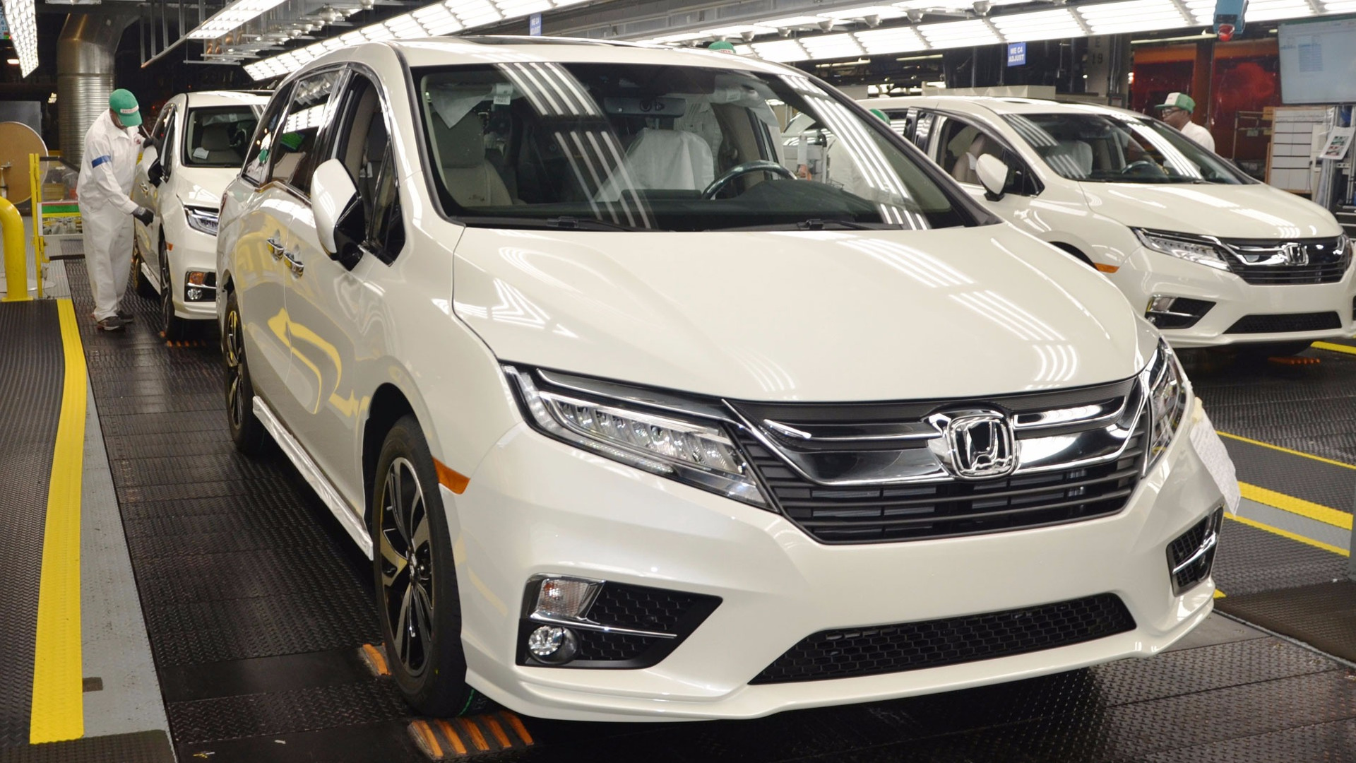 review first rear canadian auto touring rears honda canada price view reviews odyssey drive