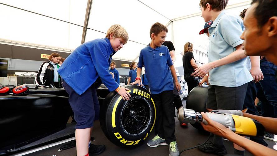 La Fórmula 1 cambia las chicas de la parrilla por niños