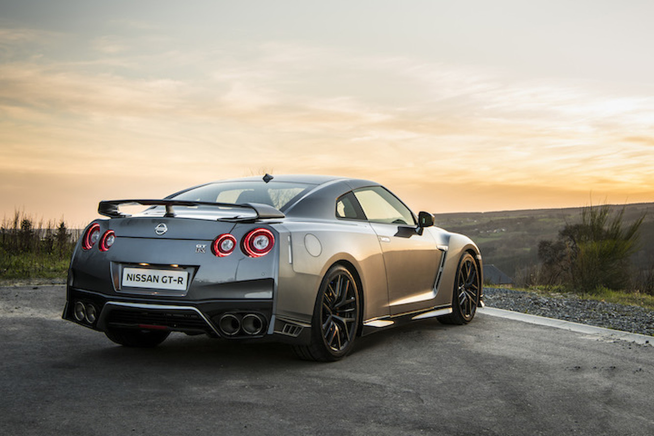 2017 nissan gt r gets a slight price hike. Black Bedroom Furniture Sets. Home Design Ideas