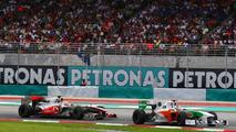 Adrian Sutil (GER), Force India F1 Team leads Lewis Hamilton (GBR), McLaren Mercedes, Malaysian Grand Prix, Sunday Race, 04.04.2010 Kuala Lumpur, Malaysia